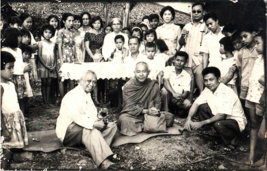 Para umat Buddha Samarinda, Buddhist in Samarinda taking a group picture.