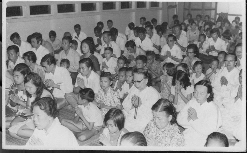 Umat Buddha Samarinda doing worship congregation.