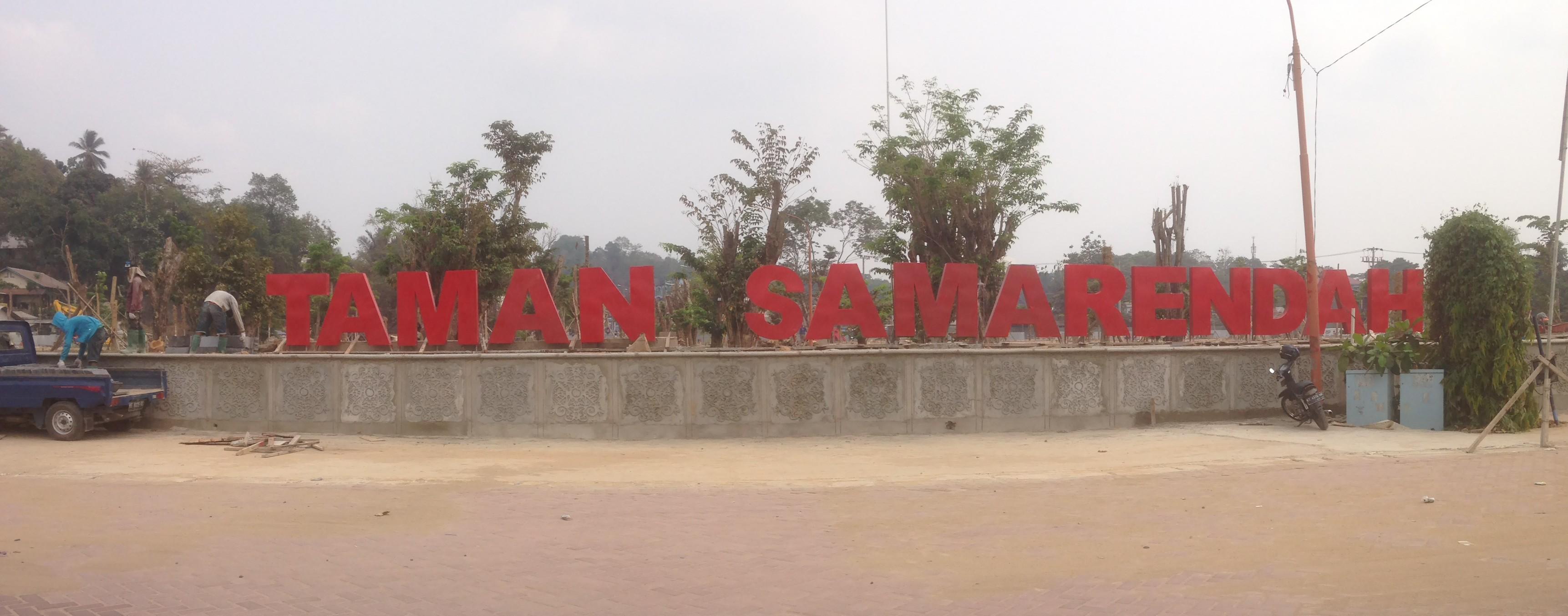 """Tulisan """"Taman Samarendah"""" saat baru terpasang."""