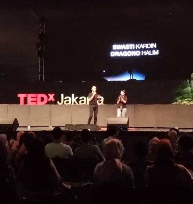 2 hosts on TEDxJakarta 2018 stage.